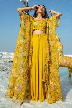 Party Wear Indian Dresses, Designer Party Wear Dresses, Indian Gowns Dresses, Indian Bridal Outfits, Dress Indian Style, Indian Fashion Dresses, Indian Designer Outfits, Indian Designers, Asian Fashion