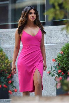 Priyanka Chopra - Most Beautiful Girls Priyanka Chopra Images, Actress Priyanka Chopra, Priyanka Chopra Hot, Indian Bollywood Actress, Beautiful Bollywood Actress, Most Beautiful Indian Actress, Indian Celebrities, Bollywood Celebrities, Hot Actresses