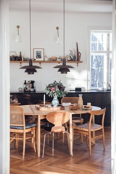 home decor scandinavian Home Tour with Anders Forup in Copenhagen - scandinavian kitchen - danish apartment. With mid-century modern chairs and lighting. Scandinavian Interior Design, Scandinavian Kitchen, Interior Design Kitchen, Home Design, Scandinavian Furniture, Nordic Design, Danish Kitchen, Scandinavian Lighting, Scandinavian Apartment