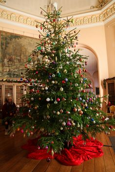 Christmas Tree at Castle Howard One of the many, large, Christmas Trees inside Castle Howard, an English Stately Home, located near the City of York. English Christmas, Noel Christmas, Victorian Christmas, Country Christmas, All Things Christmas, Winter Christmas, Vintage Christmas, Primitive Christmas, Xmas Tree