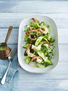 Komkommer-avocadosalade met scampi's - Libelle Lekker
