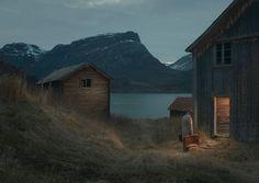 Installé à Oslo, le photographe norvégien Ole Marius Joergensen a créé cette série d'images qui imaginent l'étrange périple d'un commercial anonyme.