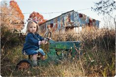barn and tractor pictures Summer Family Photos, Fall Family Pictures, Fall Photos, Kid Photos, Tractor Pictures, Barn Pictures, Cute Pictures, Toddler Boy Photography, Farm Photography