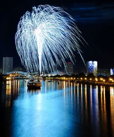 4th of July Fireworks over Rochester, NY by El.Paulo, via Flickr