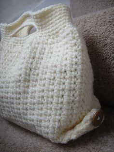 Simple Clean Slate Bag | This crochet bag pattern is a clean slate, ready to be personalized, tweaked, and made your very own!