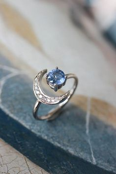 Vintage engagement rings 200128777179946969 - Crescent moon engagement ring with sapphire and diamonds Source by juvincent Cute Jewelry, Silver Jewelry, Jewelry Accessories, Jewelry Design, Jewlery, Bling Bling, Schmuck Design, Or Rose, Rose Gold