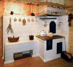Bohemian Home Decor and Interior Design Ideas: Bohemian interior designs and home decor ideas are all interesting and a trending mode to change the simple beauty of the dreamland into the most exciting one. Kitchen Cupboard Storage, Kitchen Stove, Old Kitchen, Cottage Kitchens, Farmhouse Kitchen Decor, Home Furnace, Earth Bag Homes, Wood Stove Cooking, Small Tiny House