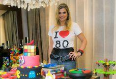 Fabiani Christine celebra aniversário em festa Anos 80