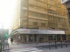 #andamios en la Avenida Eduardo Dato, Sevilla. Desde la calle