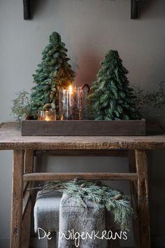 Cosy Christmas, Silver Christmas Tree, Christmas Trends, Christmas Baubles, Christmas Colors, Christmas Time, Christmas Star Decorations, Christmas Tablescapes, Holiday Decor