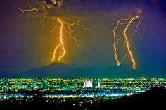 Lightning Strikes Phoenix Arizona ✨ #TheCrazyCities  #crazyPhoenix