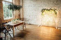 If you live in bustling metropolitan areas, loft wedding ideas should come in handy. Check out these ravishing loft decorating ideas and be inspired! Modern Wedding Reception, Natural Wedding Decor, Loft Wedding, Writing Wedding Vows, Wedding Vows Examples, Wedding Balloon Decorations, Wedding Balloons, Greenery Decor, Bridal Shower Planning