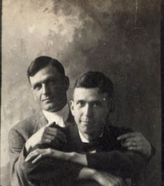 Vintage photographs of gay and lesbian couples and their stories. Vintage Couples, Cute Gay Couples, Vintage Love, Vintage Men, Lesbian Couples, Vintage Photographs, Vintage Photos, Art Gay, Vintage Friends