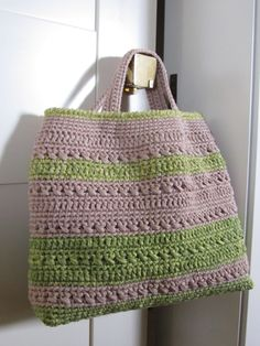 this would be cute with larger handles or a strap. (Shopping-bag or beach-bag  on: www.bebacrochet.it)