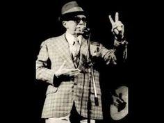 """""""Acertei no Milhar""""  (1940), de Wilson Batista e Geraldo Pereira  O sonho de ficar milionário com o jogo do bicho – 500 contos de réis era quantia espantosa em 1940 – inspira este samba de breque com letra escrita sob medida para as brincadeiras vocais de Moreira da Silva. O grande Wilson Batista, cujo centenário de nascimento comemora-se em 2013, é autor sozinho da peça. O não menos grande Geraldo Pereira, então em início de carreira, entrou na parceria só para """"trabalhar"""" a música nas…"""