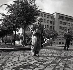 Rok 1958: Bratislava zažila cvičný atómový útok Bratislava, Louvre, Building, Photography, Travel, Photograph, Viajes, Buildings, Fotografie