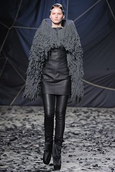 Gareth Pugh  Runway  Katlin Aas (MARILYN)    - What is this material called and how is it made?