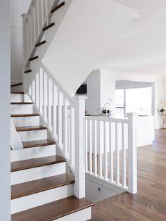 White Banister, White Staircase, Timber Staircase, Staircase Railings, Modern Staircase, Banisters, Staircase Design, Staircase Ideas, Iron Staircase