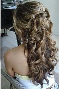 Gorgeous half up, half down hairstyle.  If only my hair would hold curls...