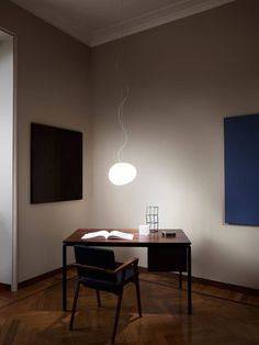 Are you looking for a suspension lamp and you still don't know Gregg? A modern and simple lamp, with poetic shapes made of hand-blown glass. Enter now in Foscarini official store. Diy Wood Floors, Diy Flooring, Pendant Lamp, Pendant Lighting, Gregg, Acid Etched Glass, Mid Century Modern Lighting, Contemporary Pendant Lights