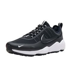 watch 9ca65 4d0da NIKE Men s low top Lace closure Heel tab for easy on off Anatomically  placed Nike