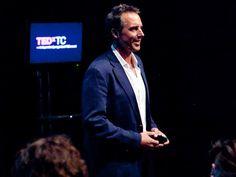 """Pour trouver la voie d'une vie longue et en bonne santé, Dan Buettner et son équipe étudient les """"Zones Bleues"""", des communautés dont les plus âgés vivent avec entrain et vigueur des records de longévité. Pour TED, il décrit les 9 principes qui régissent le mode de vie et le régime alimentaire à suivre qui leur permettent de rester vifs après 100 ans."""