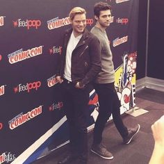 Put on a beautiful smile, lean back to your and make this moment freeze in time . Alec And Jace, Shadowhunters Actors, Dominic Sherwood, Jamie Campbell Bower, Matthew Daddario, Pose For The Camera, Clace, Family Outing, Best Series