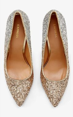 GLITTERY GOLD PUMPS? YES, PLEASE!