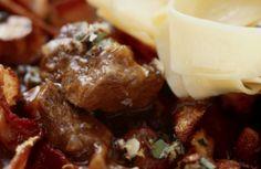 Winters stoofpotje met draadjesvlees en paddenstoelen Stew, Mashed Potatoes, Crockpot, Slow Cooker, Meat, Ethnic Recipes, Food, Dragon Flies, Whipped Potatoes
