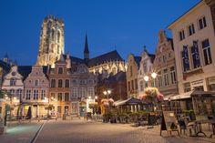 Malinas en #Belgica es famosa por su plaza Mayor, la Grote Markt, donde se monta el mercadillo de Navidad