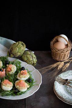 Uova ripiene di crema ai carciofi e salmone affumicato