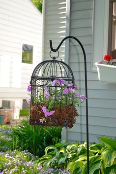 7 Stylish DIY Birdcage Planters to Accent Your Garden Faux Succulents Birdcage Image by: Organized Clutter This bird cage is made of thick metal bars, spread far apart from each other. The top of the cage opens up and allows for you to access the faux p Garden Types, Diy Garden, Garden Projects, Garden Art, Garden Landscaping, Landscaping Ideas, Easter Garden, Florida Landscaping, Garden Junk