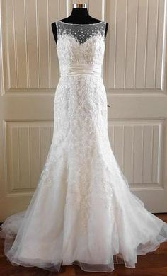 Mori Lee 5166 10: buy this dress for a fraction of the salon price on PreOwnedWeddingDresses.com