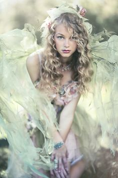 ❀ Flower Maiden Fantasy ❀ beautiful photography of women and flowers - Foto Fantasy, Fantasy Art, Fantasy Figures, Fantasy Forest, Story Inspiration, Character Inspiration, Fantasia Marilyn Monroe, Fairy Land, Fairy Tales