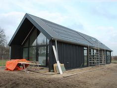 in de omschrijving staat laagse schuurbouw Shed Homes, Prefab Homes, Metal Building Homes, Building A House, Steel Framing, Modern Barn House, Barn Renovation, Construction Design, Dream House Plans