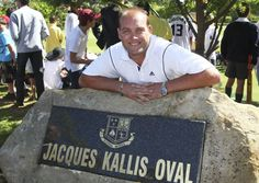 Old Boy Jacques Kallis at the renaming of the XI Cricket Oval at Wynberg Boys' High School Keith Richardson, Cricket Bat, Africans, Sports Stars, Old Boys, No One Loves Me, South Africa, First Love, Legends