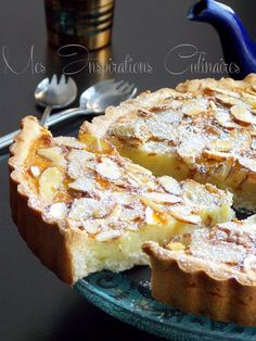 amandine recette facile -Tarte amandine recette facile - Anne's found a new way to enjoy chocolate chip cookie dough: deep fried! Almond and Honey Tart Recipes Tart Recipes, Sweet Recipes, Snack Recipes, Dessert Recipes, Sweet Pie, French Pastries, Fall Desserts, Ice Cream Recipes, Food Cakes