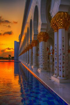 Grand Mosque at Sunset, Abu Dhabi Places Around The World, Oh The Places You'll Go, Travel Around The World, Around The Worlds, Seaworld Orlando, Mosque Architecture, Art And Architecture, Abu Dhabi, Beautiful World