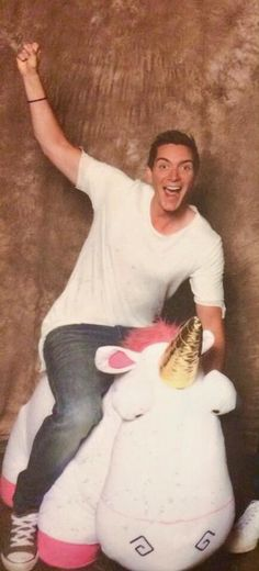 James riding a unicorn is everything! ❤️