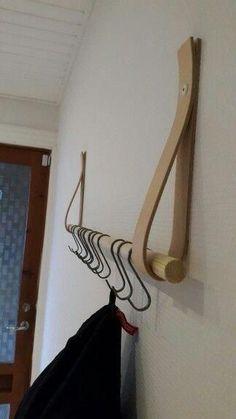 A DIY wardrobe for an original interior! 20 inspirierende Ideen … – … A DIY wardrobe for an original interior! Diy Coat Rack, Coat Hanger, Coat Racks, Diy Coat Hooks, Coat Storage, Diy Rack, Hanger Rack, Woodworking Plans, Woodworking Projects