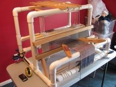 Ithe majority of looms are outrageous in price. then I found these DIY plans in this really cool book on building DIY PVC Weaving Loom. Crafts To Do, Yarn Crafts, Fabric Crafts, Sewing Crafts, Loom Weaving, Hand Weaving, Inkle Loom, Rug Loom, Basket Weaving