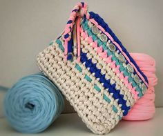 T-shirt Yarn Clutch Boho-chic by Santa Pazienzia.