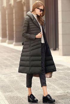本格的な寒さになると、やっぱり着たくなるダウンコート。 30代になると、ダウンコートの着方もまだおばさんぽくな...