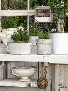 Potting Bench - repurposed containers used to display potted plants - moois en liefs: Hoekjes stylen