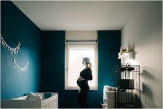 stoere zwangerschapsfotografie artistieke zwangerschapsfotoshoot thuis,