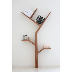 """Booktree is a collection inspired by nature. Solid wood structure with veneered wood finishes in ash and tineo. The angular shape of the structure…"""