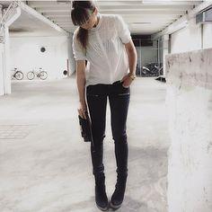 Maria Karlberg style Denim Blazer, Rock Chic, Black Jeans, Ootd, Instagram Posts, Style, Fashion, Swag, Moda