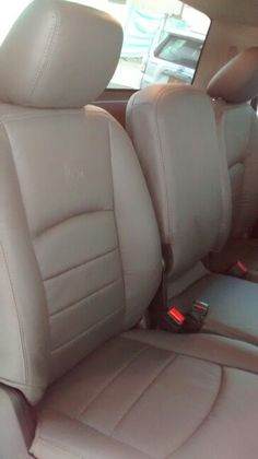 DODGE RAM. Cojineria en cuero gris costuras grises. Dodge, Car Seats, Grey Leather