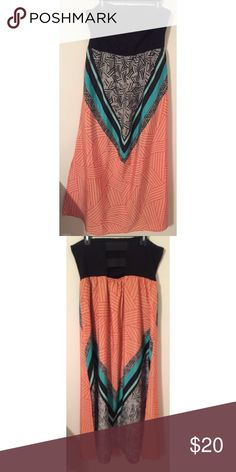 Strapless Color block dress Strapless Color block dress, pee-ka-boo slits in the back, low slits on the side, lightly used Forever 21 Dresses Strapless
