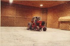 prototype farm tractor at the IH proving grounds hinsdale, IL home of the one of the largest semi anechoic chambers in the USA. This machine was set up for full load testing by Fred Scritsmier in Before the Magnum tractor, and CaseIH. Farmall Tractors, Old Tractors, International Tractors, International Harvester, Grain Storage, Case Ih, Vintage Ads, Farming, Proving Grounds